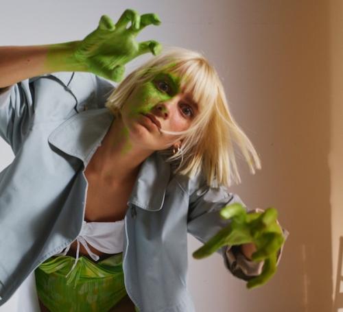 "Alli Neumann: Videopremiere ""Monster"""
