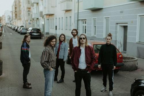 Die Berliner Post-Indie-Band Portmonee präsentiert...