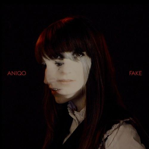 Dark-Star der Popmusik! Künstlerin Aniqo...