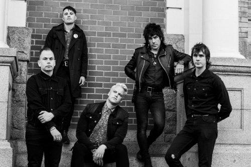 Post-Punk von Spectres mit Debüt...